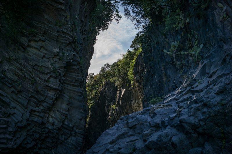 etna e gole alcantara vulcano più attivo e alto d'Europa fiume