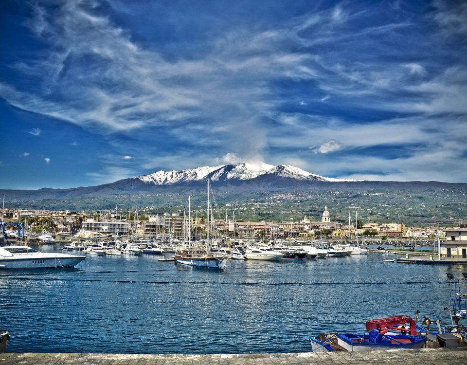 vivere alle pendici dell'etna vivere sotto un vulcano vivere sotto al vulcano più attivo d'eropa tra paura e spettacolo